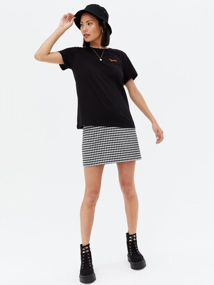 New Look Sausage Dog Embroided Pocket T Shirt - Black