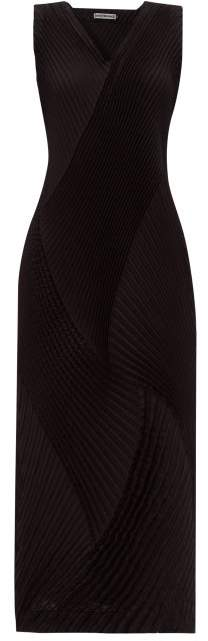 Issey Miyake Technical Pleated Jersey Dress - Womens - Black