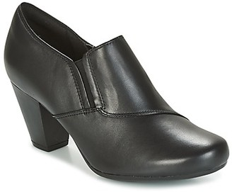 Clarks GARNIT COLETTE women's Low Ankle Boots in Black