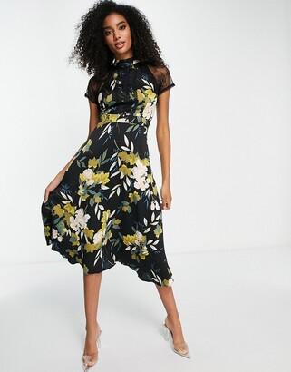 Liquorish a line lace detail midi dress in floral print
