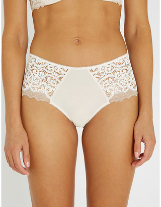 Wacoal Scalloped lace shorty briefs