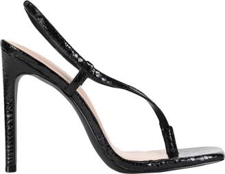 WINNIE HARLOW x STEVE MADDEN Toe strap sandals