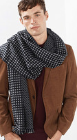 Esprit OUTLET soft woven scarf w a textured pattern
