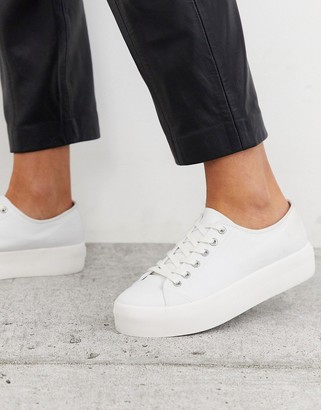 Vagabond Peggy flatform sneaker in white canvas