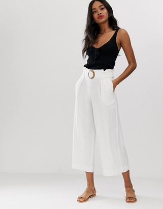 New Look buckle detail cropped pants in white