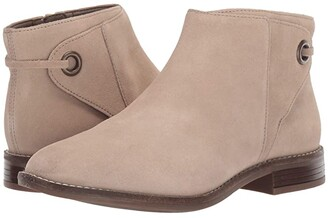 Clarks Camzin Bow (Sand Suede) Women's Boots