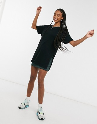 ASOS DESIGN textured longline t-shirt with side splits in black