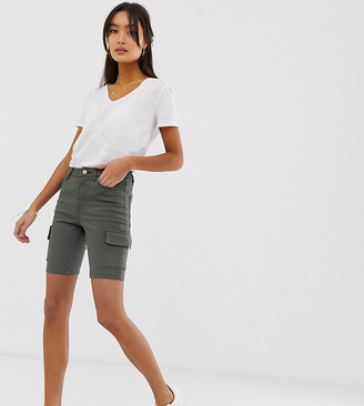 New Look shorts with cargo pockets in green