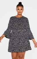 PrettyLittleThing Plus Black Ditsy Floral Shift Dress