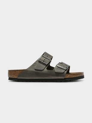 Birkenstock Unisex Arizona Sandal in Iron