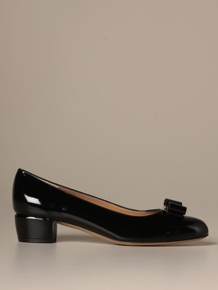 Salvatore Ferragamo Vara 1 Deacute;colleteacute; With Patent Bow