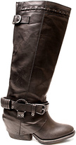 Two Lips Black Twisted Boot