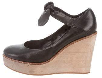 Chloé Leather Round-Toe Wedges