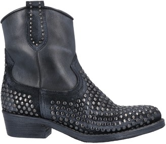 Zoe Ankle boots