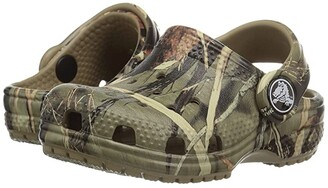 Crocs Classic Realtree Clog (Toddler/Little Kid) (Khaki) Kids Shoes