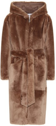 Common Leisure Hooded shearling coat
