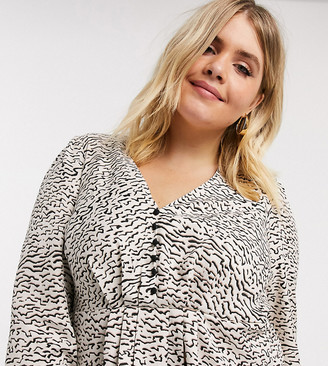 Vero Moda Curve button front blouse in abstract print