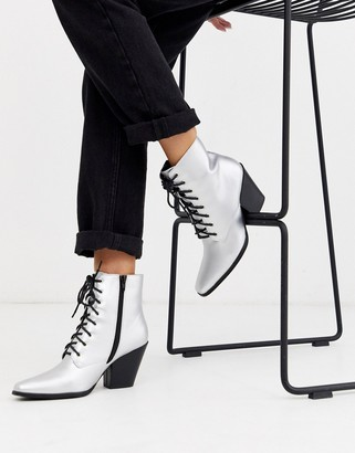 London Rebel heeled western boots in silver foil