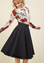 Essential Elegance Midi Skirt in Black in M