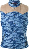 GUILD PRIME shoulder panel detail camouflage padded sleeveless jacket