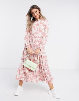 Qed London tiered midi dress in blush floral print