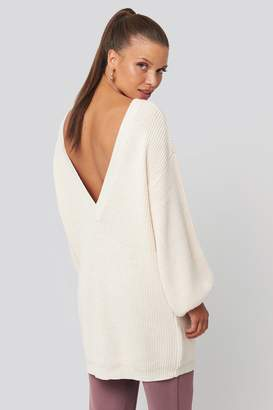 NA-KD Deep V Back Long Knitted Sweater White