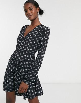 Glamorous long sleeve v-neck tea dress in shell print