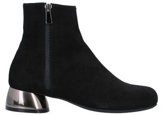 Le Babe Ankle boots