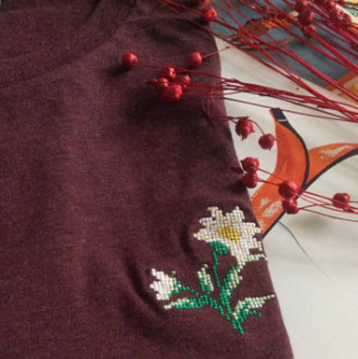 Johnny Romance - Plum Heather Cotton Edelweiss T Shirt - small | cotton | plum - Plum