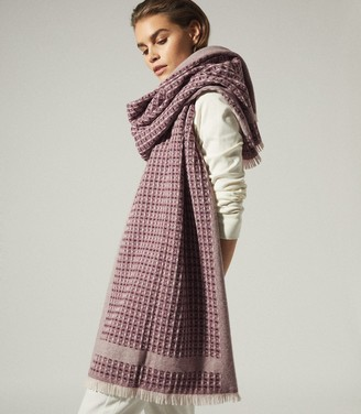 Reiss CLAIRE TEXTURED SCARF Berry
