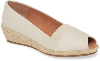 Kenneth Cole Gentle Souls by Luci Flat
