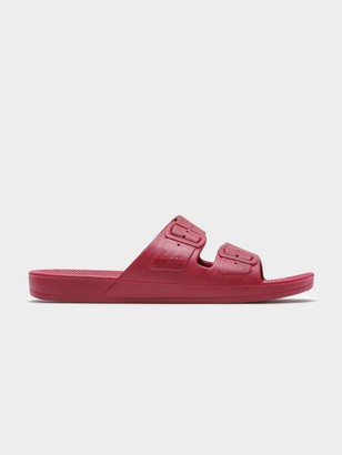 Freedom Moses Womens Slides in Cherry Bomb