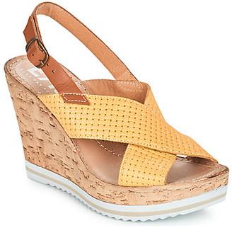 Elue par nous EMPIRE women's Sandals in Yellow