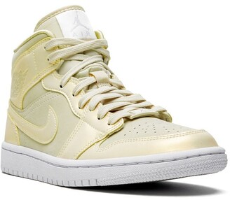 Jordan Air 1 Mid SE lemon yellow