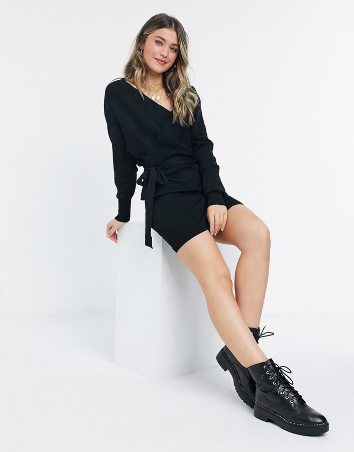 Thumbnail for your product : Qed London knitted sweater dress with v back in black