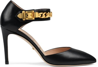 Gucci Women's pump with chain