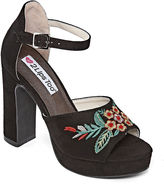 Two Lips 2 Lips Too Betsy Womens Pumps