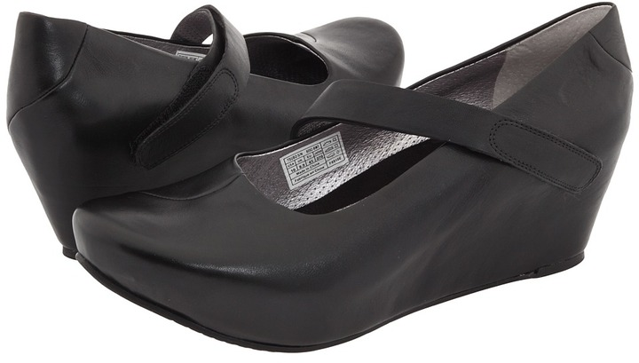 Tsubo Asmik (Black/Metallic Silver) - Footwear