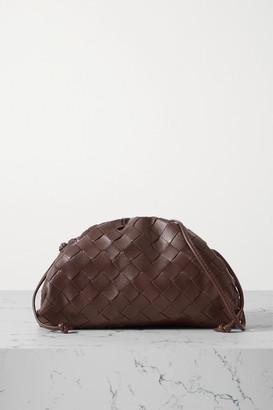 Bottega Veneta The Pouch Small Gathered Intrecciato Leather Clutch - Dark brown