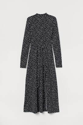H&M Stand-up Collar Dress