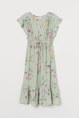 H&M MAMA Butterfly-sleeved Dress - Green