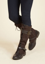 Band at Attention Boot in Brown in 6.5