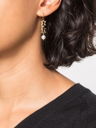 Simone Rocha E initial single hoop earring