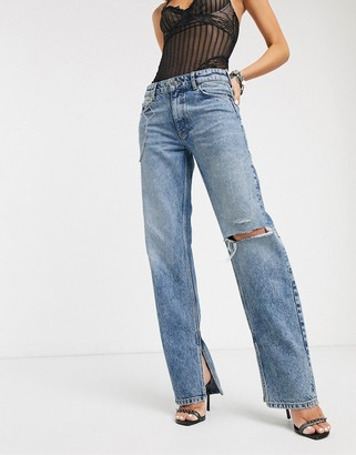 Bershka chain detail split hem jeans in mid blue