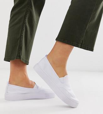 ASOS DESIGN Wide Fit Dexter slip on plimsolls in white