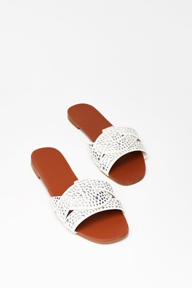 Nasty Gal Womens Lookin' Stud Baby Faux Leather Flat Sandals - White - 3