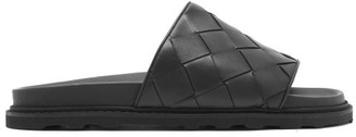 Bottega Veneta Intrecciato Leather Slides - Mens - Black
