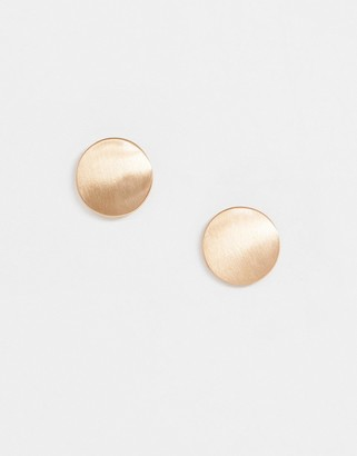 Pieces flat stud earrings in gold