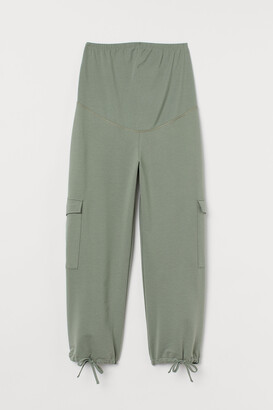 H&M MAMA Cropped cargo trousers