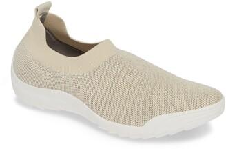 Bernie Mev. Shiloh Sneaker